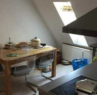 Kleines Zimmer in neu zu gründender 2er-WG. Bis mindestens Ende September, evtl. länger