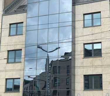 INNENSTADTLAGE Große Verkaufsfläche / Praxis / Studio mit WC Fensterfläche