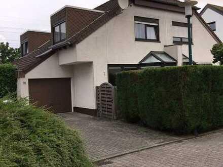 Schönes Haus mit drei Zimmern in Rhein-Erft-Kreis, Hürth