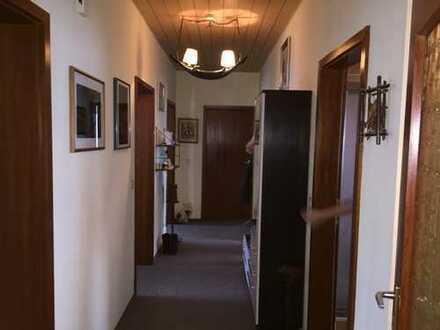 Günstige, gepflegte 4-Zimmer-EG-Wohnung mit Terrasse in Lichtenau bei Ansbach