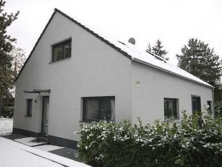 Modernes Freistehendes Familienhaus mit hochwertigster Ausstattung im Waldvillen-Viertel