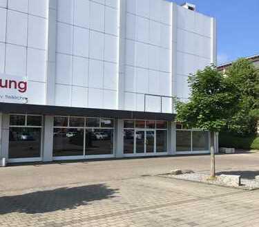 Großzügige Verkaufsflächen inmitten von Fachmarktzentrum