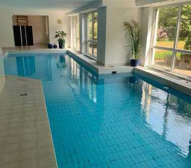 2 Zi. Luxus-Wohnung mit Schwimmbad, Loggia, EBK