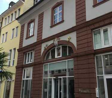 Besser geht's nicht: EZH-Fläche in topp Lauflage im Herzen der Freiburger Altstadt !