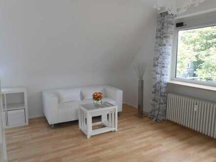 modern möblierte, schicke Wohnung mit Balkon und Carport