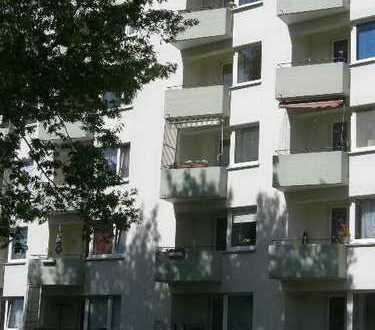 Gepflegte 2-Zimmer-Wohnung mit Balkon und EBK in Bremen (Neue Vahr)