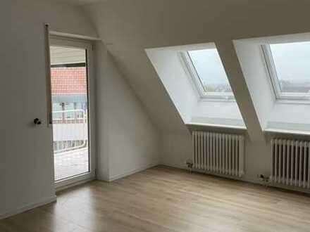 Mitten im Zentrum! Frisch renovierte 2-Zimmer Wohnung mit Balkon und Einzelgarage