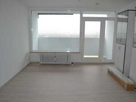 Sonniges, modernisiertes 1-Zi.-Appartement über den Dächern des OEZ, München-Moosach