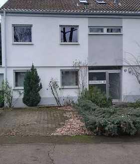 Modernisierte 3-Zimmer-EG-Wohnung mit Balkon, Garten, Garage und EBK in Ludwigsburg nahe Klinikum