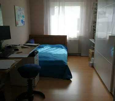 Schöne 4-Zimmer-Wohnung mit Balkon und Einbauküche in Wiesbaden