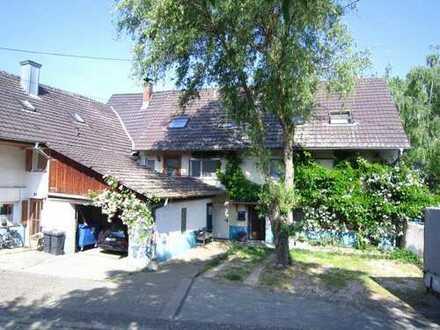 Mehrgenerationen-Haus mit Garage und Garten