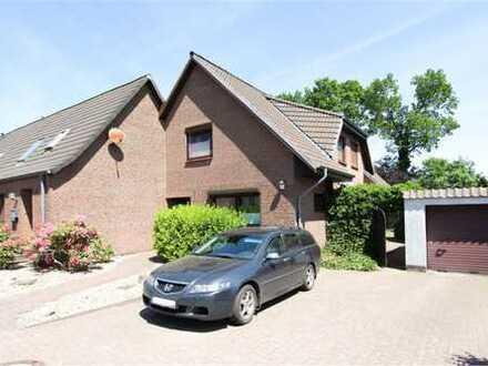 Sehr interessant: DHH mit EFH-Anbau plus Garage und Nebengelass auf familienfreundlichem Grundstück!
