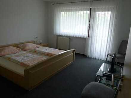 möbliertes Zimmer in 3er WG mit Balkon