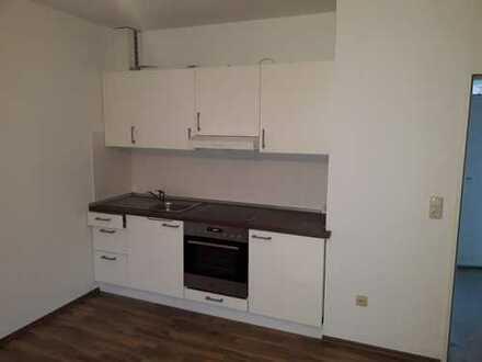 Einfache 1-Zimmer-Hochparterre-Wohnung mit Einbauküche in Augsburg