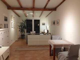 Möblierte schöne 2-Zimmer-Wohnung DG mit Balkon