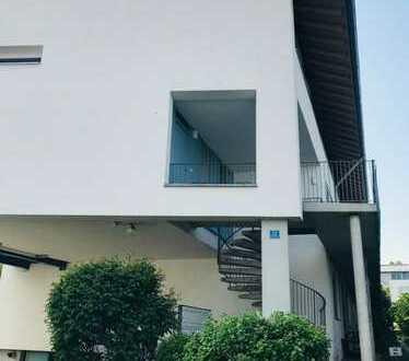 Gepflegte 5-Zimmer-Maisonette-Wohnung mit Balkon und EBK in Großmehring