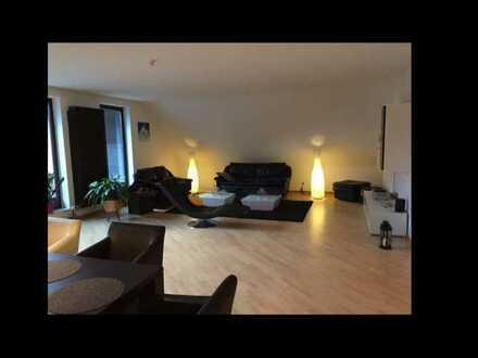 Gepflegte Penthouse-Wohnung mit fünf Zimmern sowie Dachterrasse und KFZ-Stellplatz in Mutterstadt