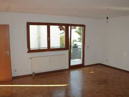 Vollständig renovierte 2-Zimmer-Wohnung mit Terrasse und EBK in Lauf