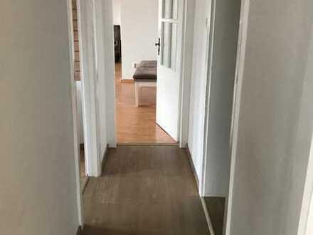 Große Wohnung mit vier Zimmern und Einbauküche in Hannover-Mitte