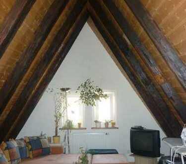 2-Zimmer-Dachgeschosswohnung mit Balkon und EBK in Leonberg