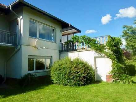 * Traumhaftes WOHNEN * Freistehendes, renoviertes Einfamilienhaus mit viel Platz in Niedernhausen!