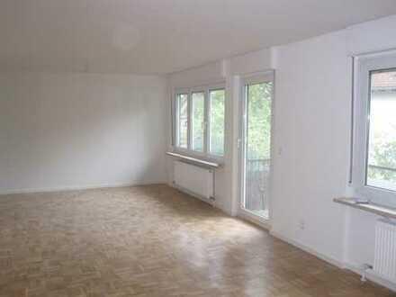 *Sanierte,helle 3-Zi.-Whg. mit Balkon und Garage(+50€mon.)in ruhiger Lage nahe DB in Gaggenau*