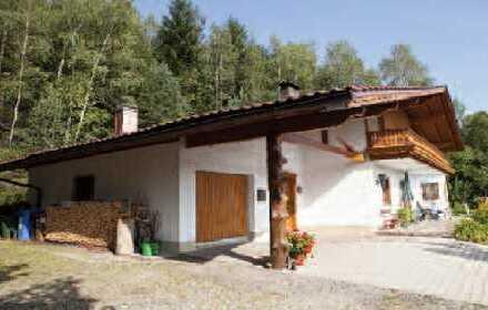 Gepflegte 3-Zimmer-Hochparterre-Wohnung mit Balkon und EBK plus Garage und Abstellraum in Lohberg