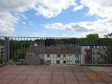 Ruhige individuelle 3-Zimmer-DG-Wohnung mit Dachterrasse in Köln-Braunsfeld