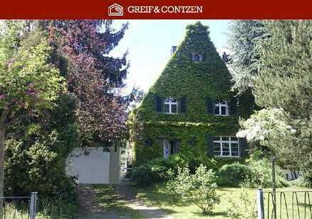 Denkmalgeschützte Doppelhaushälfte mit ökologischem Garten