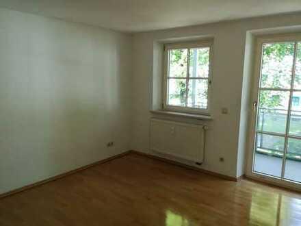 Ansprechende 3-Zimmer-Wohnung mit Balkon und EBK in Augsburg