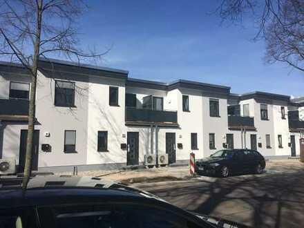 Hochwertiges Stadthaus incl. 1 Garage+1 Stellplatz in Uninähe