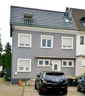 Eigennutzung oder Kapitalanlage: Gemütliches EFH (DHH) mit Keller und Garten in Köln-Rath/Heumar