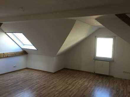 Helle Dachgeschosswohung sofort frei