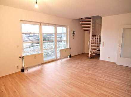 Helle, moderne 2,5-Zimmer Maisonettewohnung mit Balkon - Schney