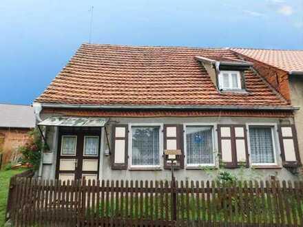 Kleines Häuschen mit Nebengelass auf großzügigem Grundstück in ruhiger Lage