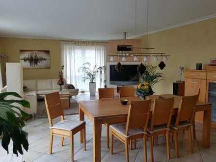 4,5-Zimmer-Wohnung 179 m² mit Balkon und Einbauküche auch für WG geeignet in Dietzenbach Steinberg