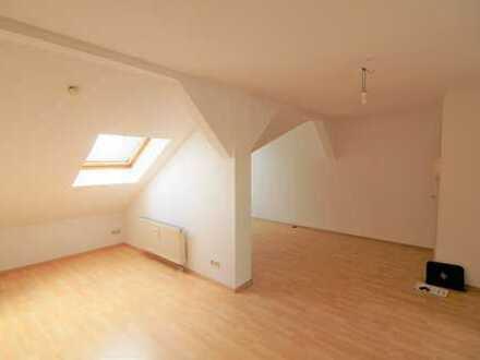 Ruhiges Wohnen in zentraler Lage - Dachgeschoss 1 Zimmer, Bad mit Fenster, EBK inklusive!