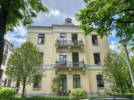 * sehr schöne Etagenwohnung in aufwendig sanierter Villa in Bestlage *