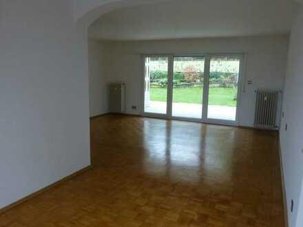 Gepflegte Hochparterre-Wohnung mit vier Zimmern und Terrasse / Garten in Kaiserslautern