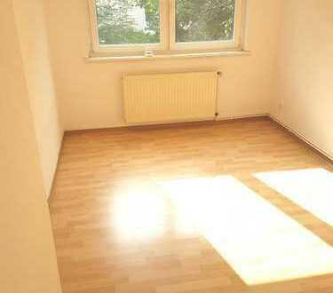 Gemütliche, großzügige Wohnung mit modernem Bad in ruhiger und beliebter Lage in der Neustadt