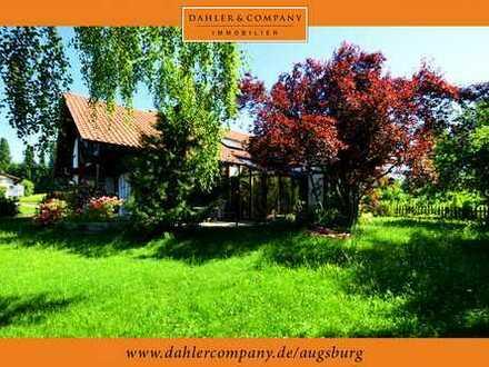 Familienfreundliches Architekten-Fachwerkhaus mit großem Eckgrundstück in Feldstetten