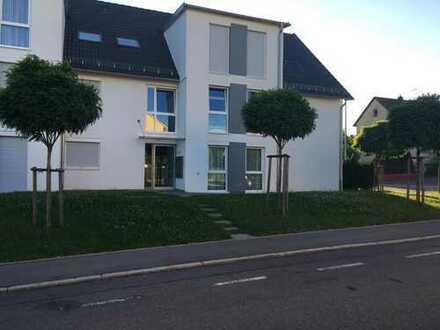 Moderne 4 Zi.-Wohnung EG mit kleinem Garten