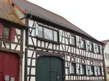 Minfeld: Wohnhaus mit Einliegerwohnung, großer Scheune und Garten