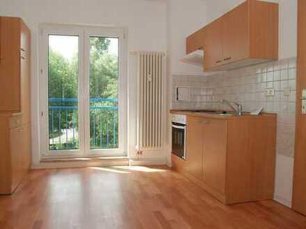 Helle 1-R-Wohnung mit Einbauküche und Tageslichtbad in ruhiger Lage