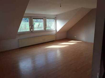 Schöne 3,5-Zimmer-Wohnung mit Balkon in Bausendorf