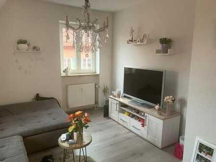 Exklusive, vollständig renovierte 2-Zimmer-DG-Wohnung mit EBK in Schwabach