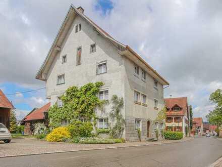 RE/MAX - Denkmalgeschütztes Wohnhaus mit Scheune in Grießen