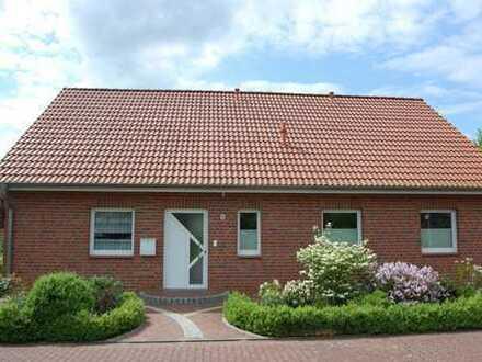 RUDNICK bietet FÜR ALT UND JUNG: Neuwertiges 1-Fam.-Haus in beliebter und ruhiger Wohngegend