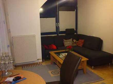 Sonnige 2,5-Zimmer DG-Wohnung mit Balkon