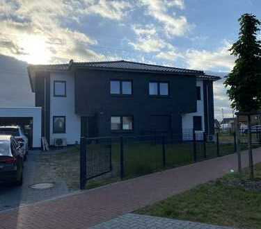 Idyllisches Wohnen am See: Doppelhaushälfte mit vier Zimmern in Obershagen